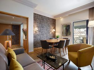 athenszafoliahotel25973_712board_room-small.jpg